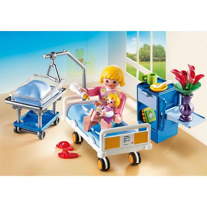 חדר מרוהט בבית חולים כולל עריסת תינוק פליימוביל 6660